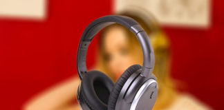 Best noise canceling headphone with microphone